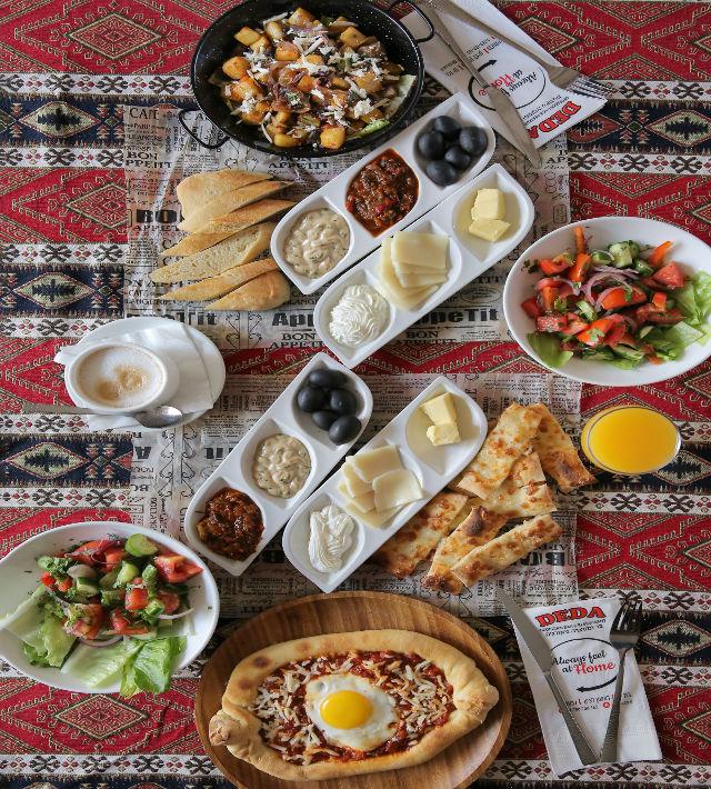 ארוחת בוקר במסעדת דדה