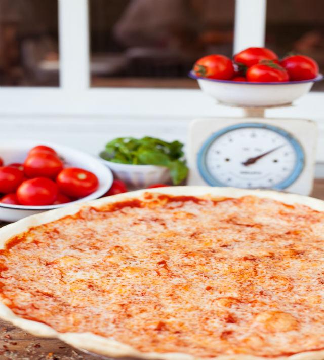 פיצה עגבניה