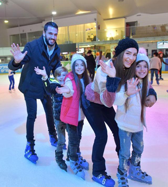 ילדים בהיכל הקרח